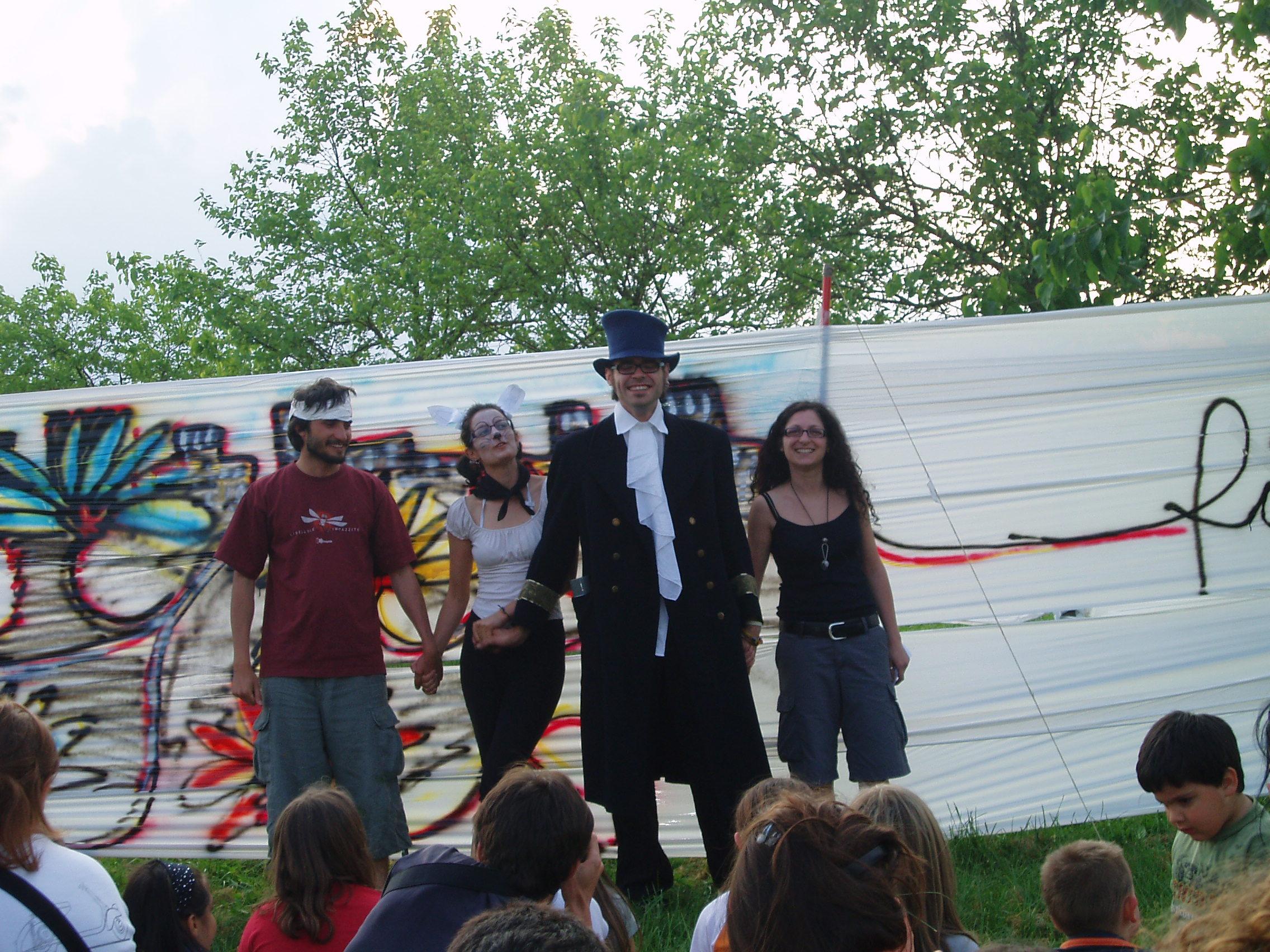 happening creativo al parco del retrone a_berica anarchici berici giocoleria spettacolo a vicenza alternativa la comune di vicenzateatro musica danze